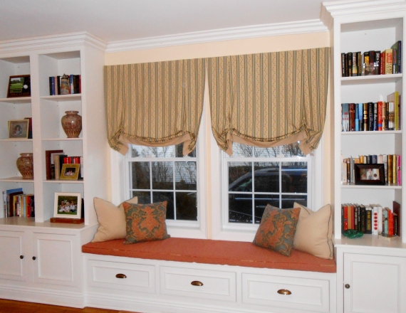 wall unit with window seat 006
